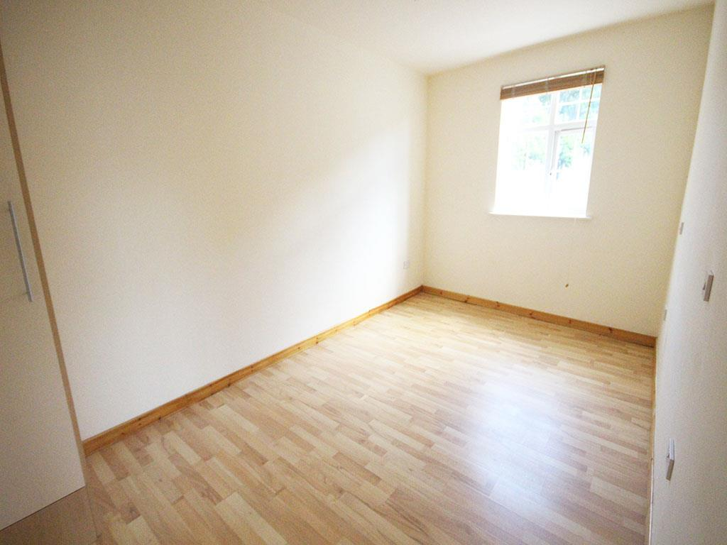 2 bedroom apartment To Let in Colne - IMG_3438.jpg